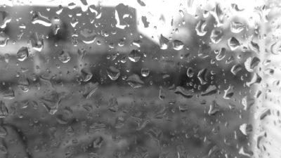 Pada! Szukamy peleryn przeciwdeszczowych i podpowiadamy co robić gdy leje!