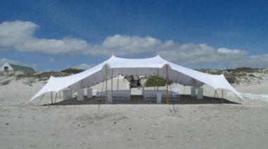Marzysz o ślubie na plaży? To możliwe i niestety kosztowne