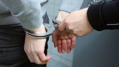 Kołobrzeska policja zatrzymała młodego mężczyznę poszukiwanego listem gończym
