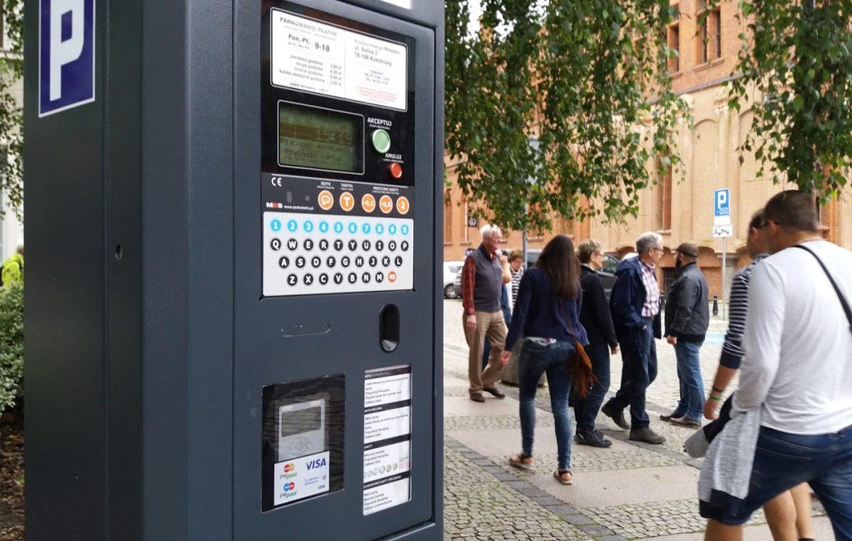 Za postój w płatnych strefach parkowania płacimy dłużej