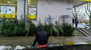 """Z krajobrazu miasta znika świąteczny handel """"pod chmurką"""". Chętnych coraz mniej"""