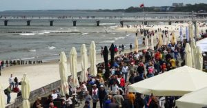 Prezydent Kołobrzegu pyta internautów o opinię w sprawie zakazu spożywania alkoholu w miejscach publicznych