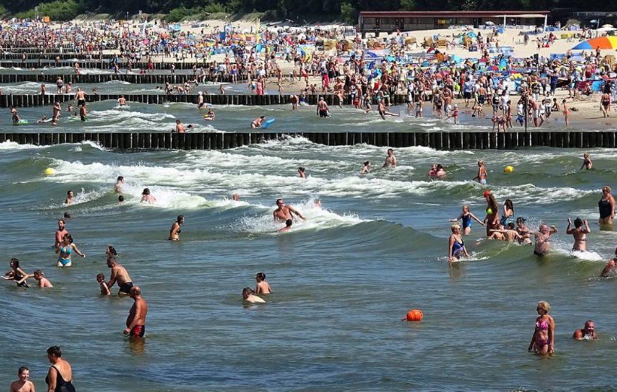 Ile w tym roku może zarobić ratownik wodny na kołobrzeskiej plaży? Trwa nabór