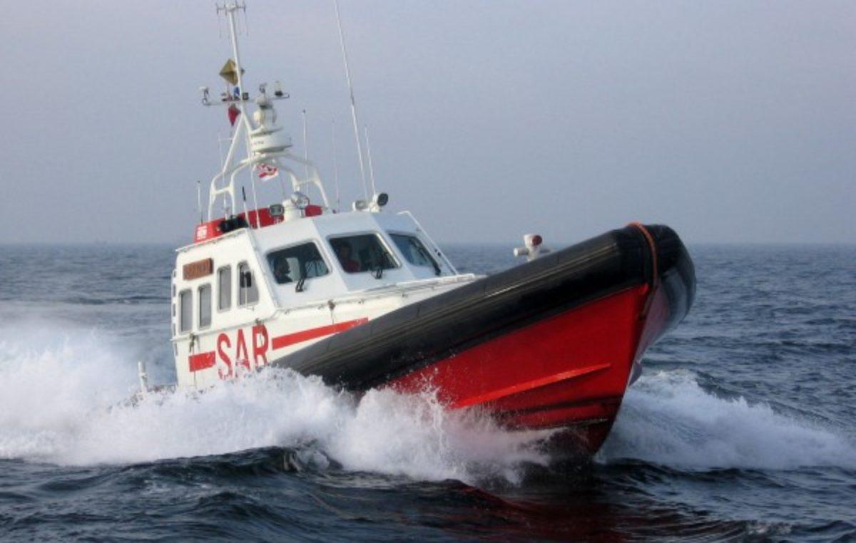 Mężczyzna wypadł za burtę jachtu. Trwa akcja poszukiwawcza na morzu