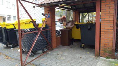 Wiaty śmietnikowe z wymontowanymi zamkami. Decyzję podjęli administratorzy nieruchomości