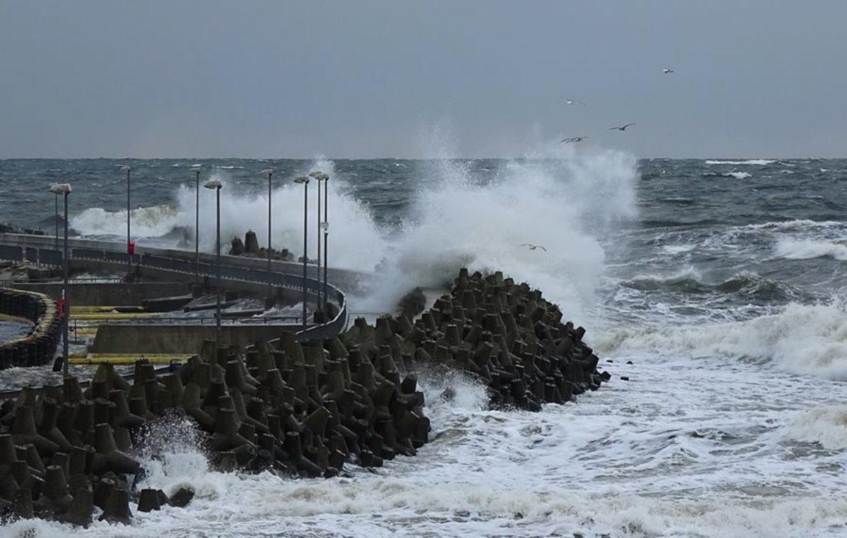 Ostrzeżenie przed silnym wiatrem w strefie brzegowej