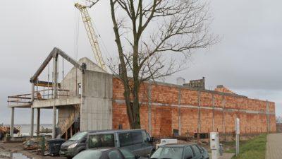 Tylko jedna firma chce się podjąć dokończenia budowy Centrum Sportów Wodnych. Zażądała jednak o ponad 4 mln zł więcej niż gmina była gotowa zapłacić