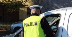 """Wzmożone kontrole policji na drogach. Trwa akcja """"Bezpieczny weekend – sierpniowy weekend""""."""