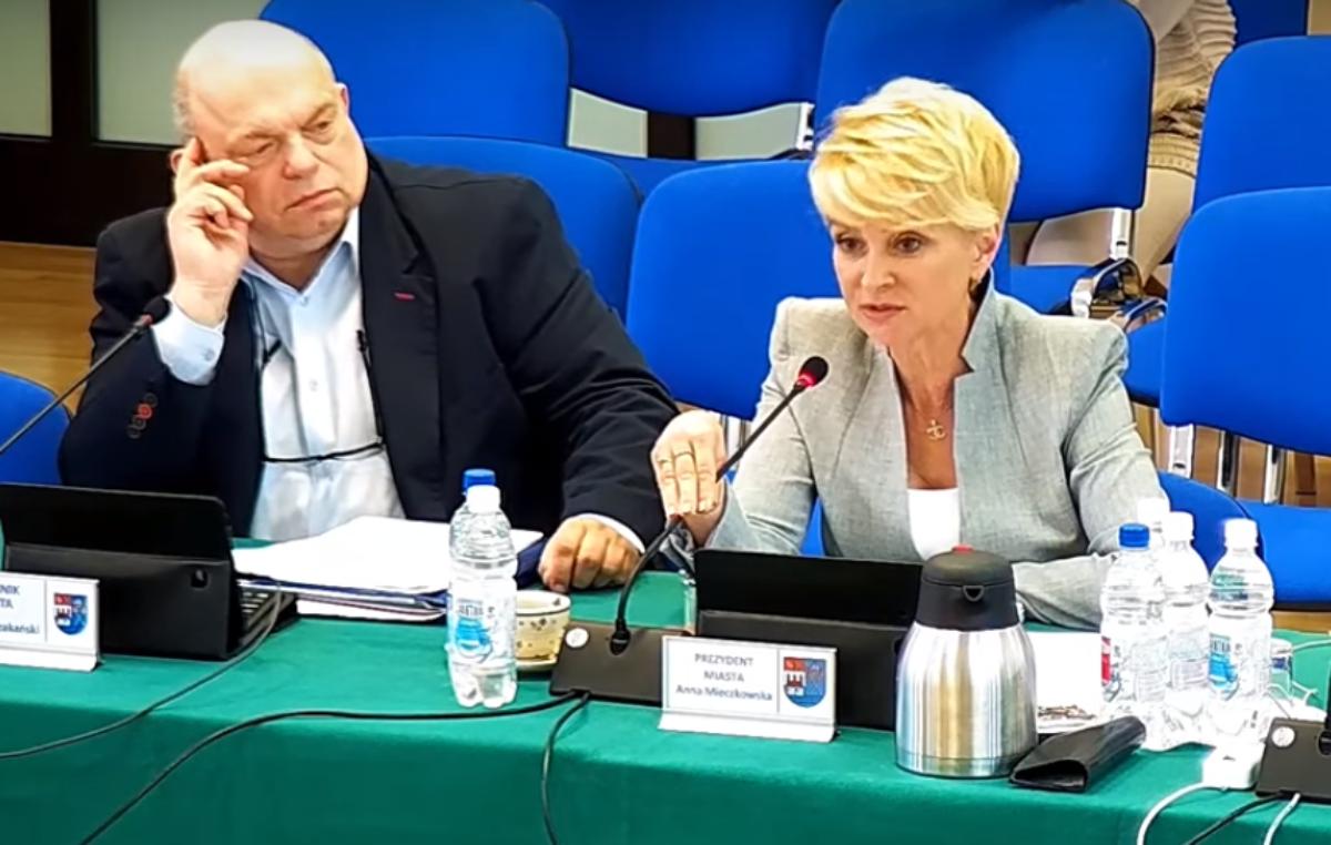 Głosowanie nad absolutorium dla prezydent Kołobrzegu poprzedzi dyskusja. Po raz pierwszy mogą wziąć w niej udział mieszkańcy