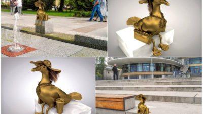 """Mariany wychodzą z internetu """"na miasto"""". Są trzy propozycje lokalizacji zabawnych rzeźb"""