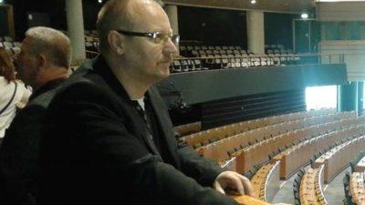 """Marek Młynarczyk wybiera się na piknik PiS z Jarosławem Kaczyńskim. Z transparentem """"Nie głosuj na Czesław Hoc"""""""
