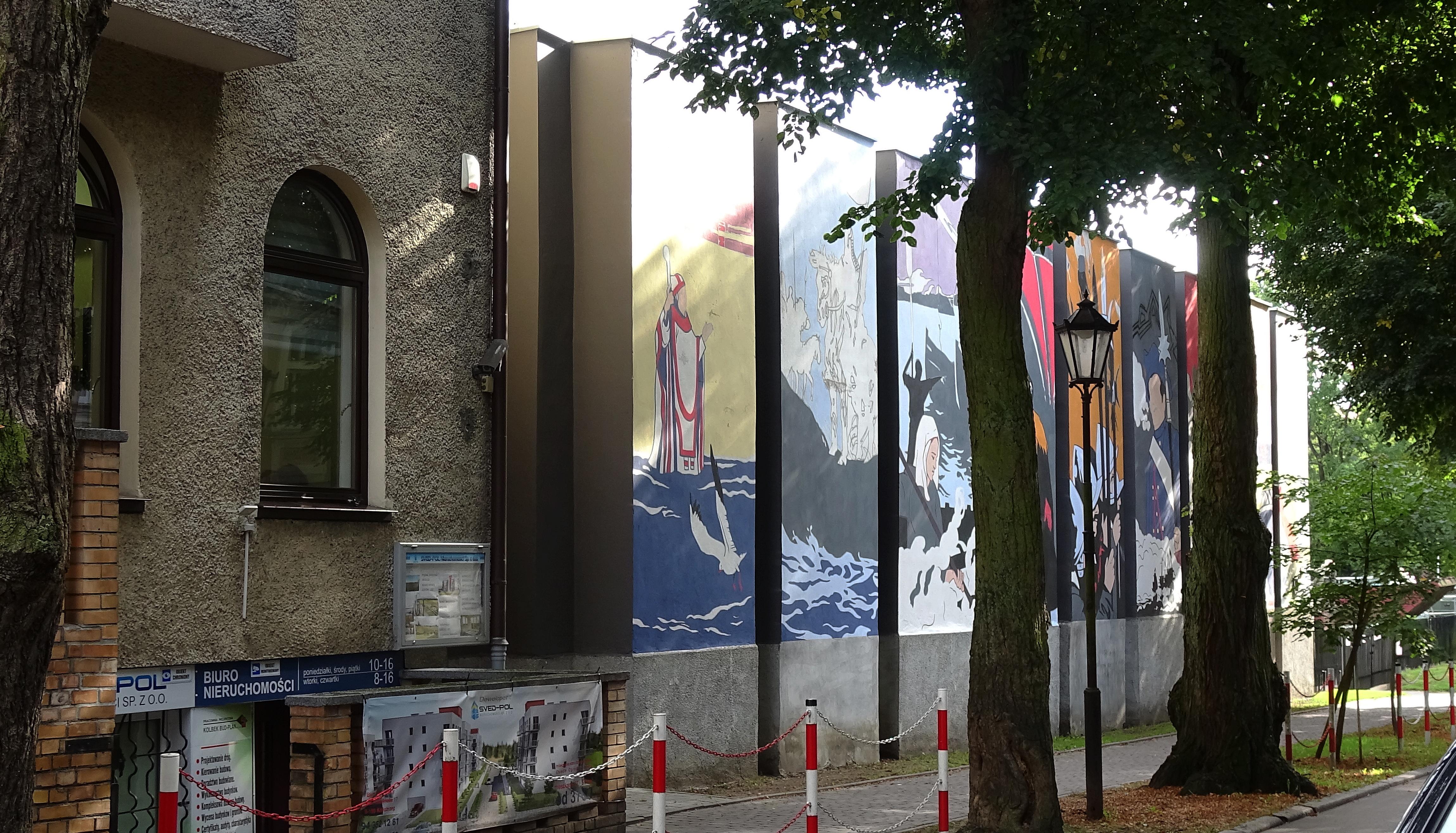 """6 - Historyczny mural podoba się mieszkańcom. W mediach społecznościowych komentują:""""Piękny. Powinno być takich więcej"""""""