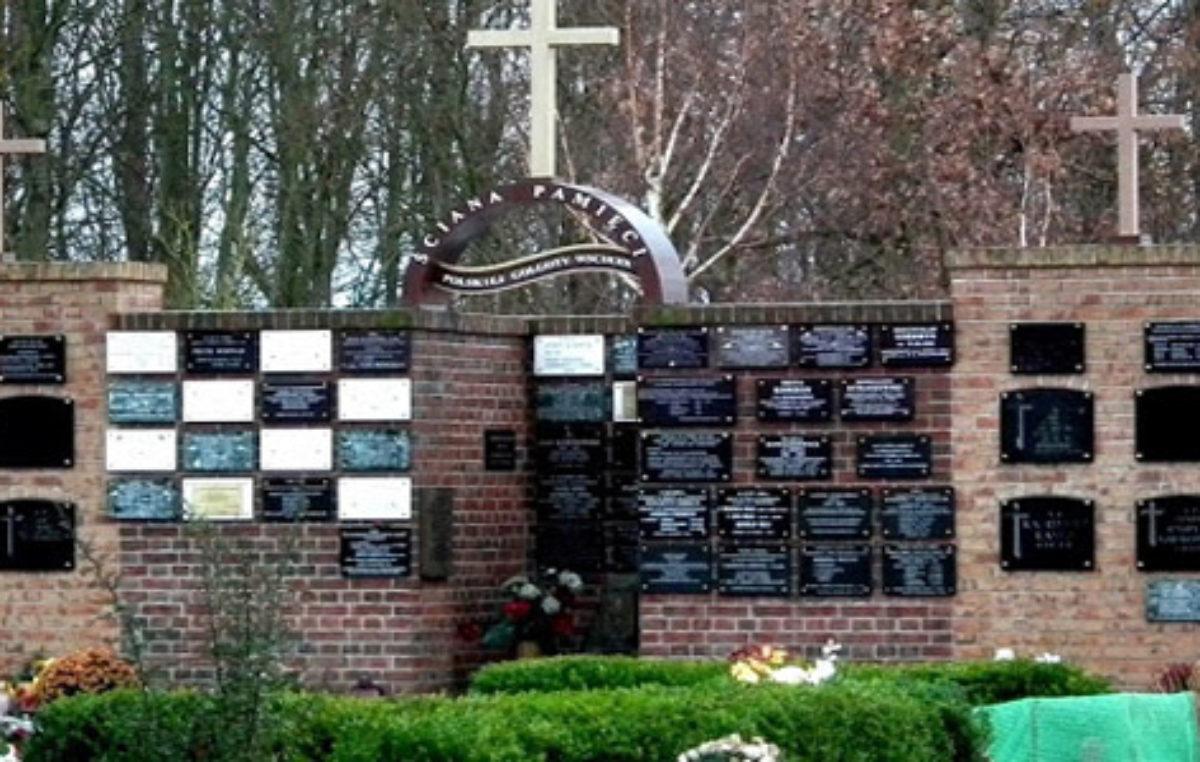 Dzień Sybiraka: Uroczystości pod Ścianą Pamięci Polskiej Golgoty Wschodu na kołobrzeskim cmentarzu