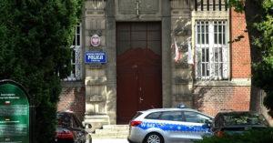 Policja z Kołobrzegu zarekwirowała podrabianą odzież. Oryginalna byłaby warta ponad pół miliona