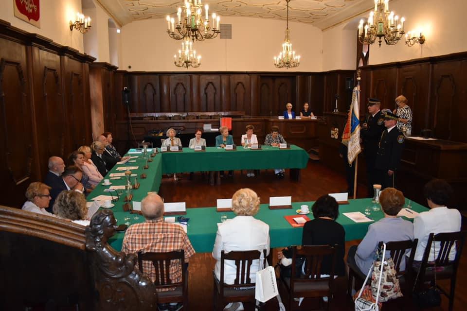 sesja - Sesja inauguracyjna Rady Seniorów. Krystyna Strzyżewska przewodniczącą RS