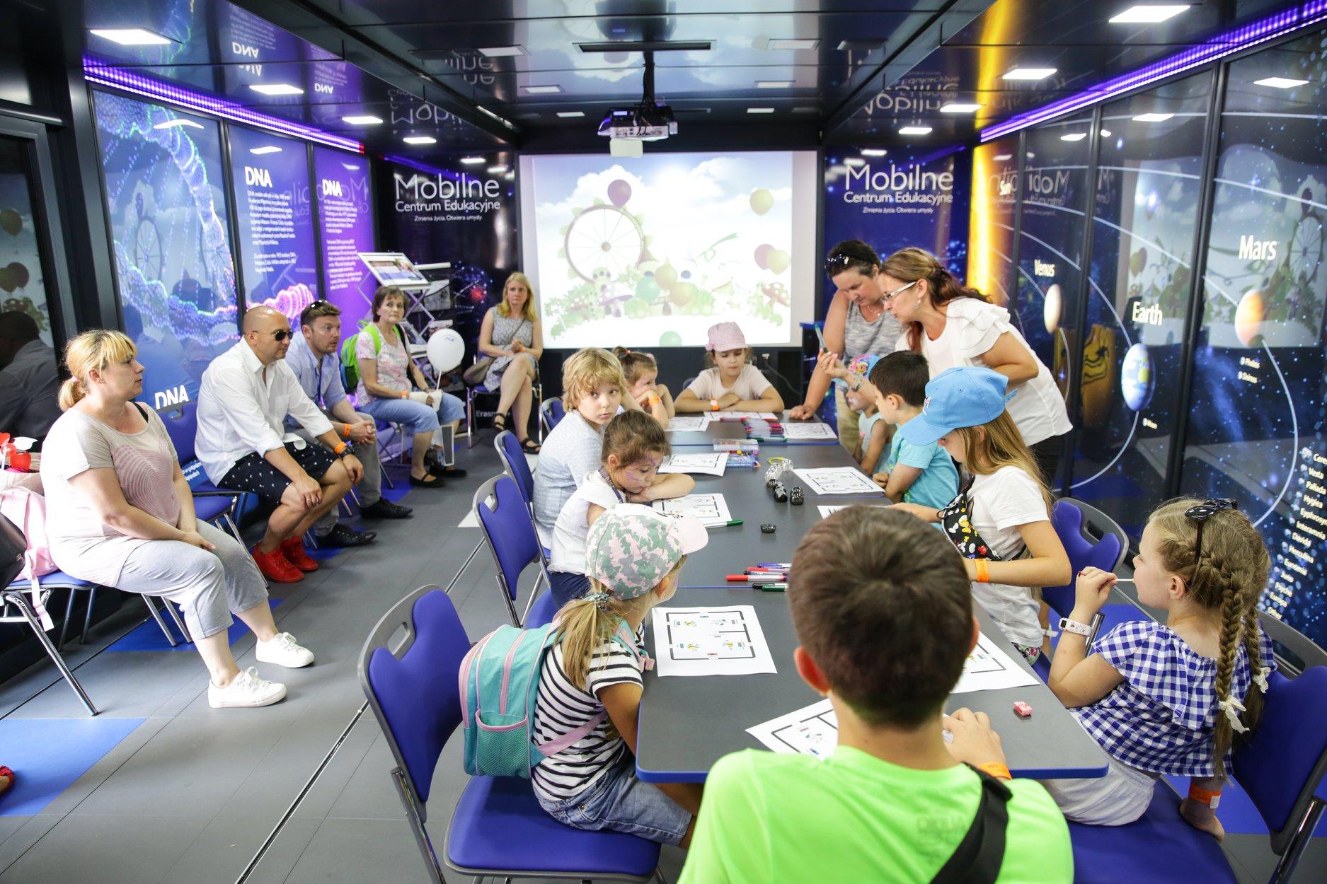nauka kolobrzeg - Do Kołobrzegu przyjedzie Mobilne Centrum Edukacji z ciekawą pracownią multimedialną