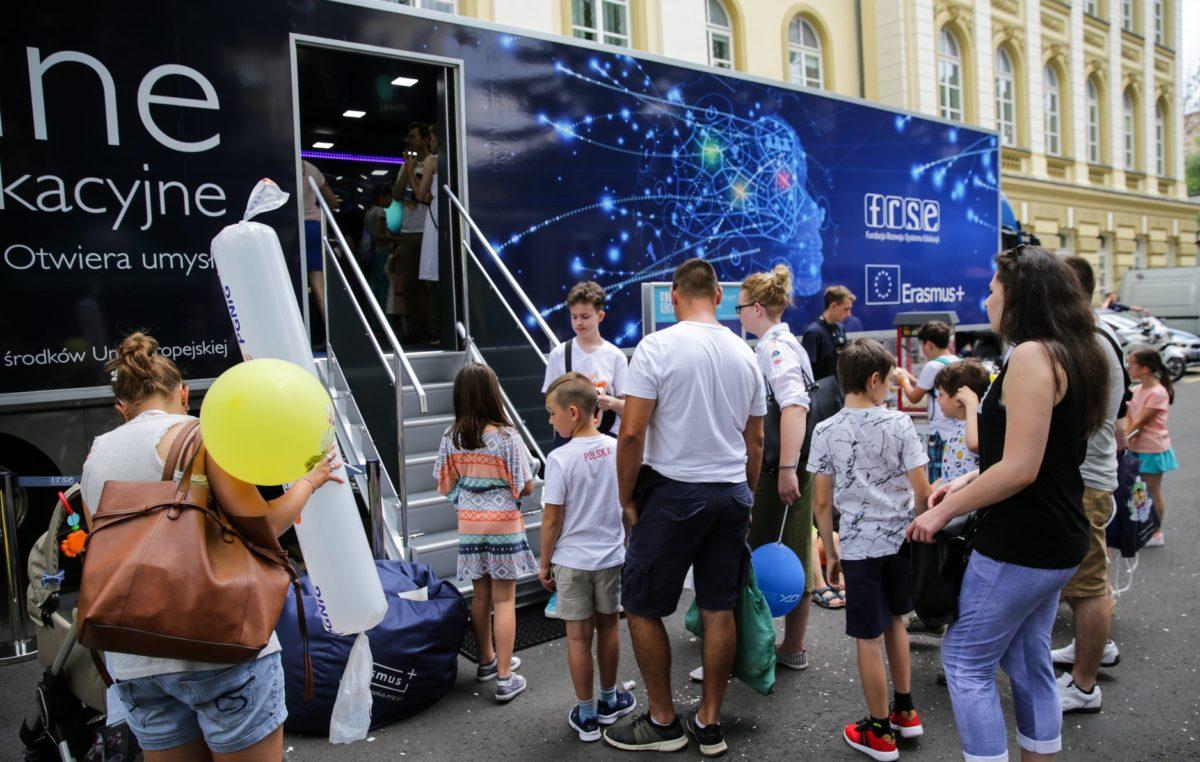 Do Kołobrzegu przyjedzie Mobilne Centrum Edukacji z ciekawą pracownią multimedialną