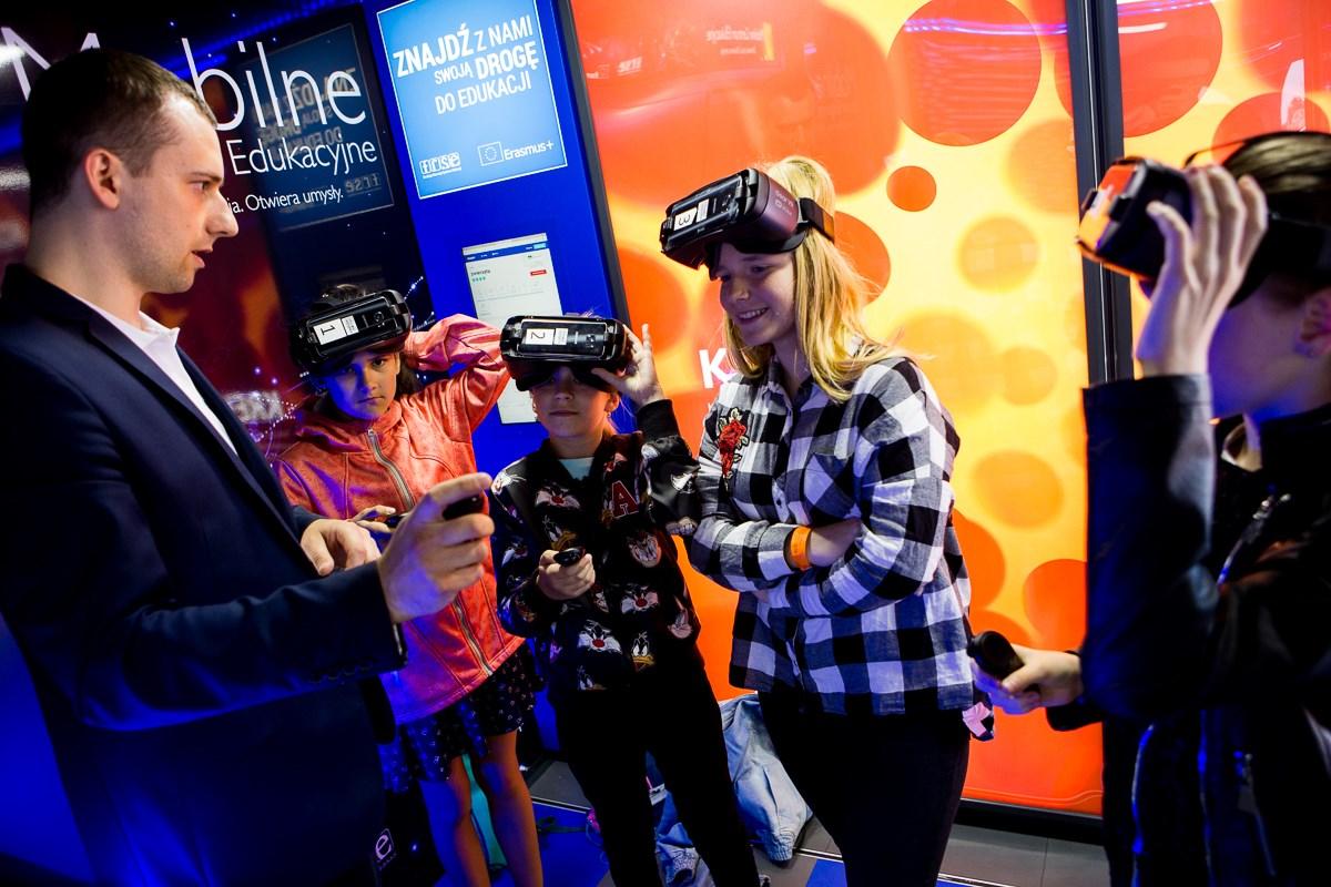 szkola kolobrzeg 2 - Do Kołobrzegu przyjedzie Mobilne Centrum Edukacji z ciekawą pracownią multimedialną