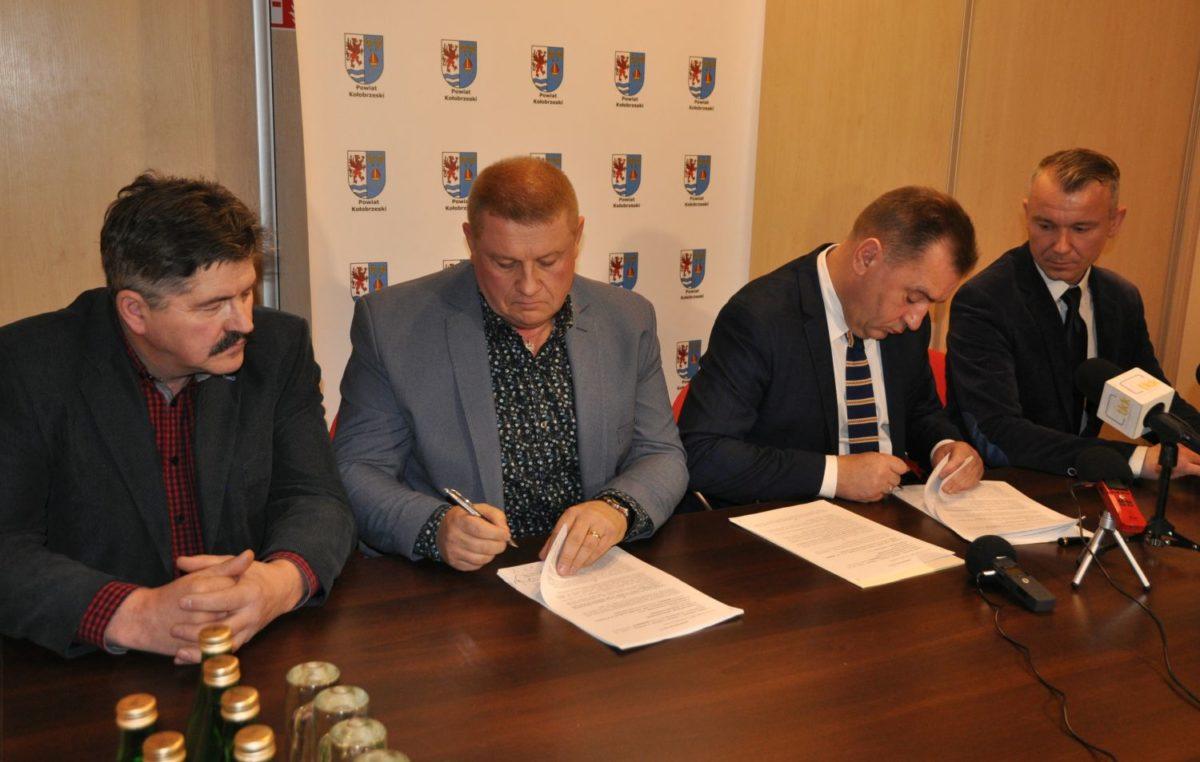 Umowa na przebudowę drogi powiatowej Kołobrzeg – Grzybowo podpisana