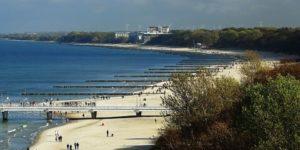 Kołobrzeg plaża 300x150 - W Ustroniu Morskim powstaną hotele dla samotnych pszczół i ogród lawendowy