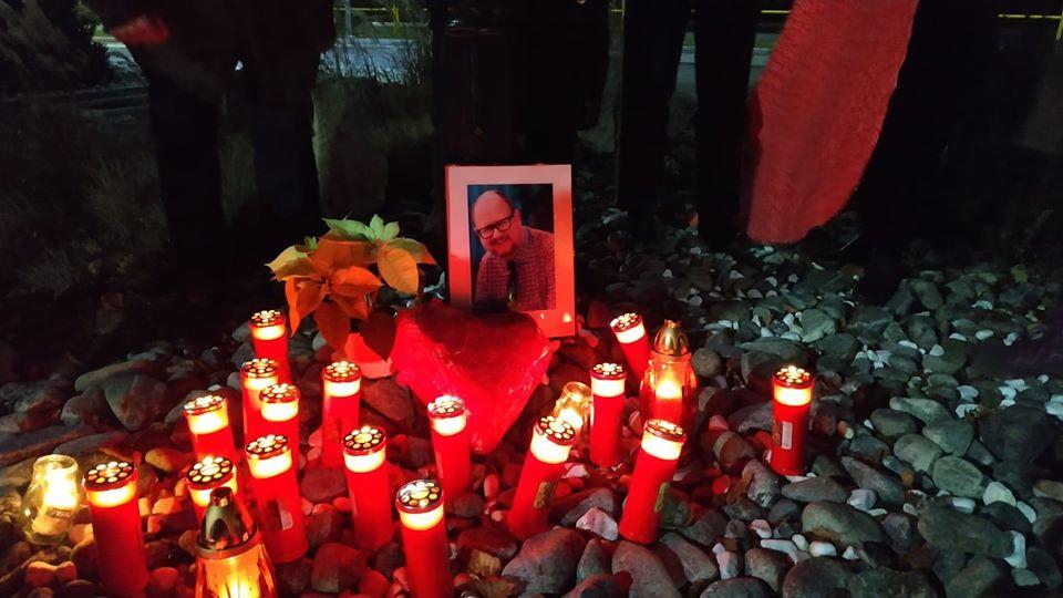 wosp 3 - Grupa wolontariuszy WOŚP uczciła pamięć Pawła Adamowicza