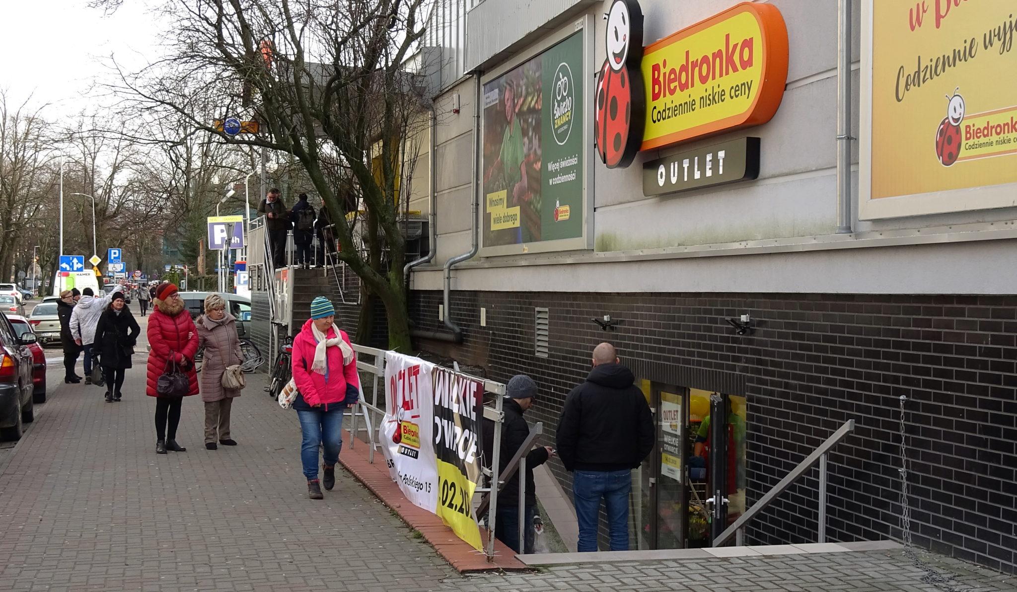 4 1 - Biedronka otwiera jutro w Kołobrzegu outlet. Wiemy co i o ile taniej będzie można tu kupić