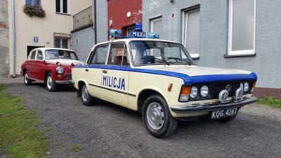 Milicja prosi o Twój głos! Kołobrzeski Fiat 125p w konkursie klassikauto.pl