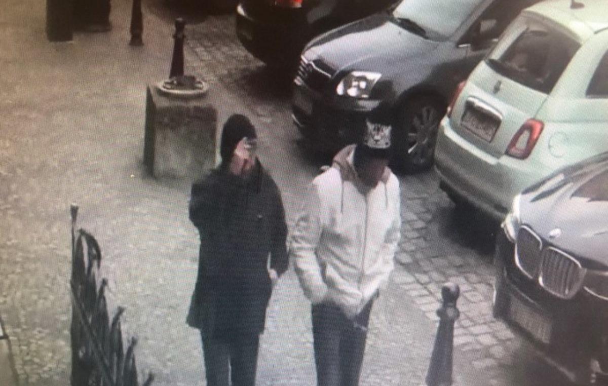 Kupowali na znalezioną kartę płatniczą. Zostali zatrzymani dzięki nagraniu z miejskiego monitoringu