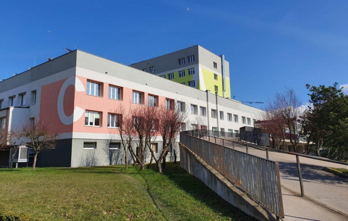 Koronawirus. Ponad milion złotych dla kołobrzeskiego szpitala na zakup respiratorów i kardiomonitorów