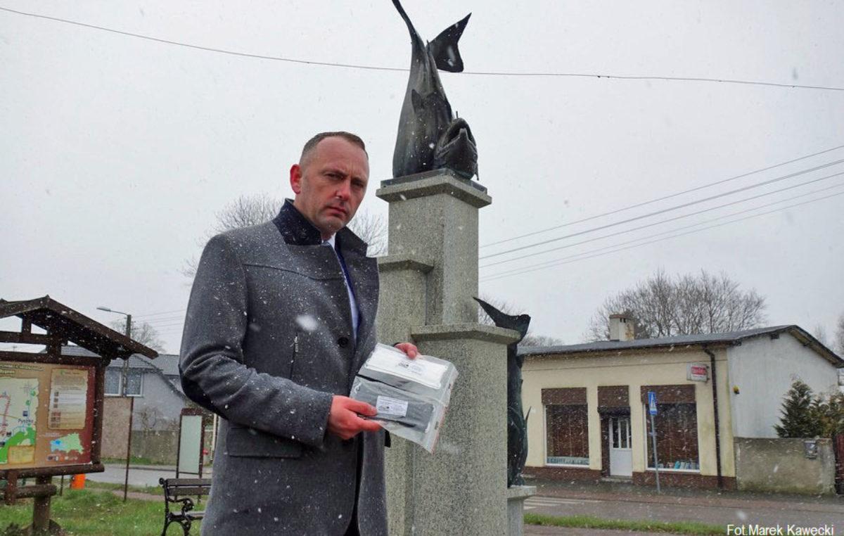 Pierwszy przypadek koronawirusa w gminie Dygowo. Wójt zamówił dla wszystkich mieszkańców maseczki ochronne