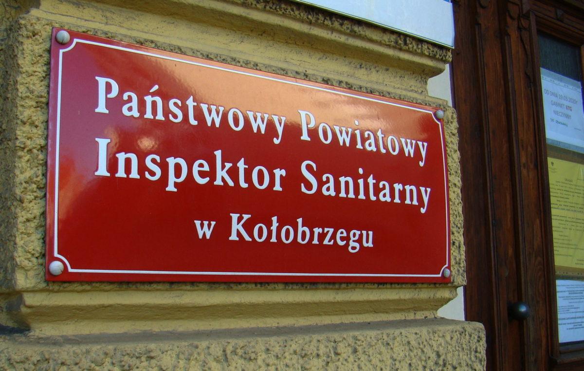 Już blisko pół miliona złotych kar nie tylko za złamanie kwarantanny. Ile winni są sanepidowi mieszkańcy powiatu kołobrzeskiego?