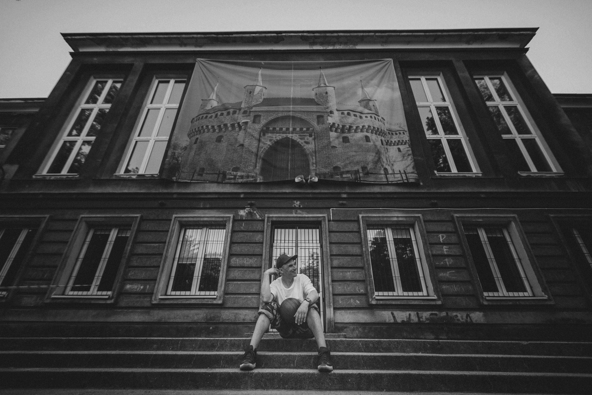 received 452469378865043 - Rozmawiamy z MC Robakiem. Przy okazji wydania nowej płyty pytamy m.in. o jego kołobrzeskie pochodzenie, hip-hop i plany na nowy album