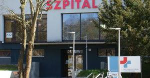 Dwa oddziały szpitala w Kołobrzegu od dziś poddane kwarantannie. Dwóch pacjentów w drodze do Szczecina