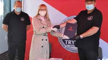Pieniądze dla Portowej Ochotniczej Straży Pożarnej. Tryton kupi samochód i kamizelki ratunkowe