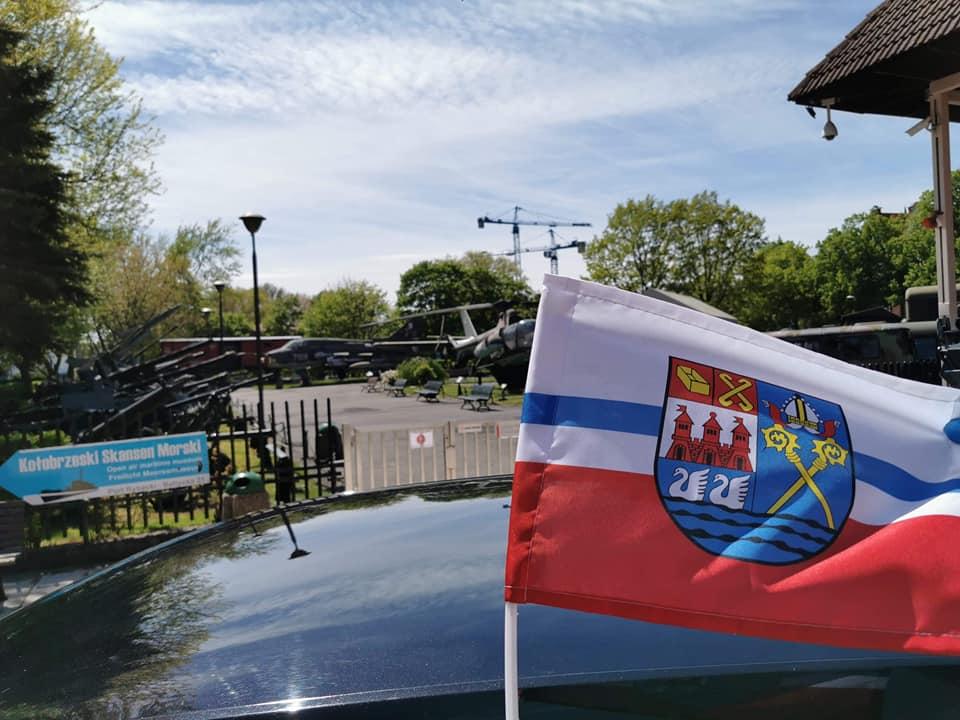 flaga3 - Flaga z herbem miasta na Dni Kołobrzegu. Tu możesz dostać ją za darmo