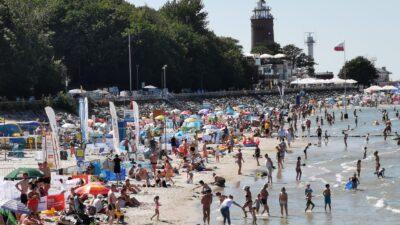 GUS podsumował wakacje. Kołobrzeg liderem: latem na 100 mieszkańców przypadało 278 turystów