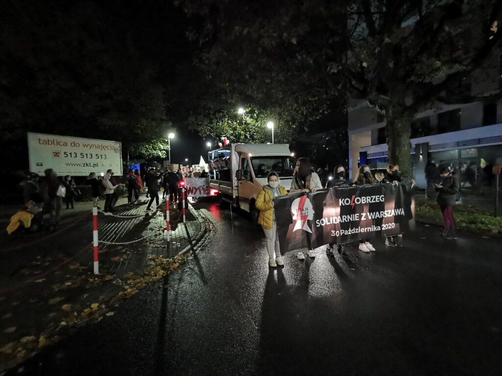 pr5 2 1024x768 - Kołobrzeg solidarnie z Warszawą. Kolejny marsz przeciwników orzeczenia TK ws. aborcji (ZDJĘCIA, WIDEO)