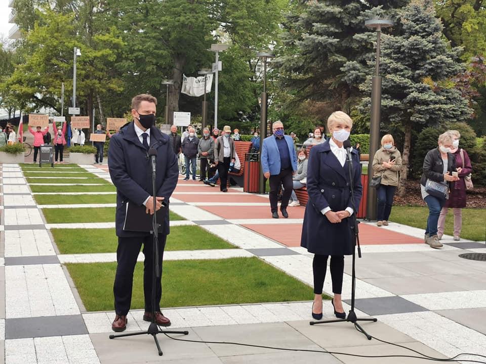 trzaskwosk - Rafał Trzaskowski odwiedził dziś Kołobrzeg. O sytuacji w kraju: Dominuje chaos, nie ma jasnego planu