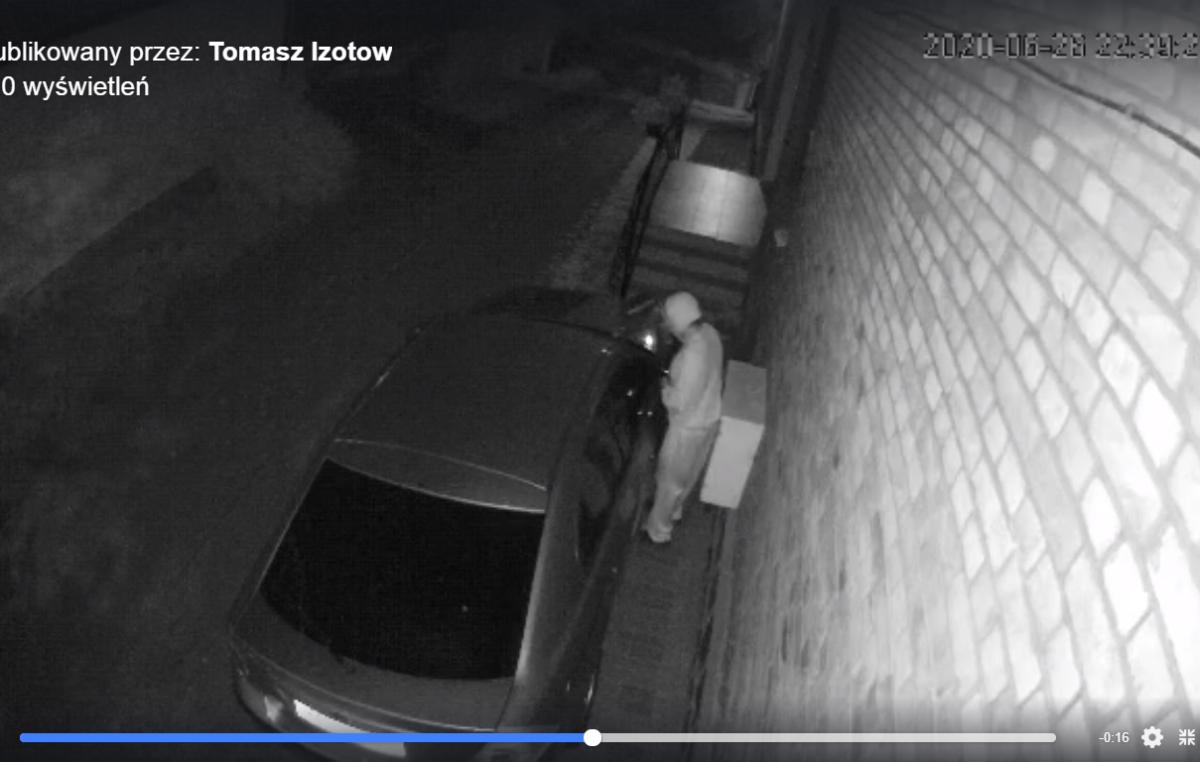 Ktoś oblał i podpalił auto. Jego właściciel oferuje wysoką nagrodę za znalezienie wandala (WIDEO)