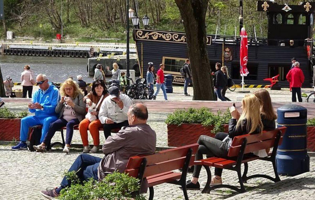 Ile może kosztować 18 ławek parkowych? 37 tys. zł albo…336 tys. zł