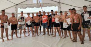 Walczyli w oktagonie ustawionym na plaży i wygrywali. Worek medali dla zawodników BERSERKERS TEAM z Kołobrzegu