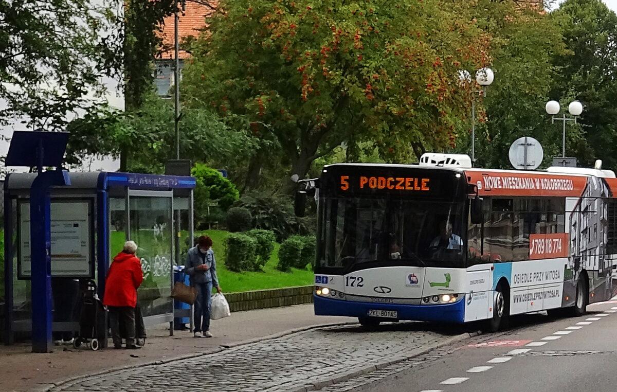 Od jutra w miejskich autobusach maksymalnie 30 pasażerów naraz (komunikat)