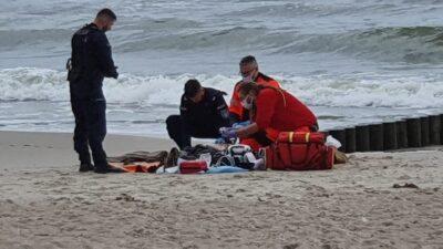 Byli na miejscu przed pogotowiem. Dwóch policjantów uratowało życie starszemu mężczyźnie