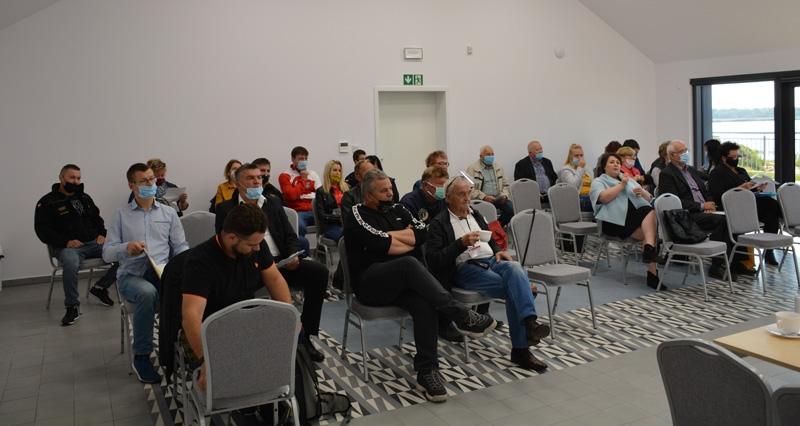 sesja gminy 2 - Pierwsza od marca sesja Rady Gminy Kołobrzeg, która nie odbyła się zdalnie. Radni spotkali się w nowm miejscu