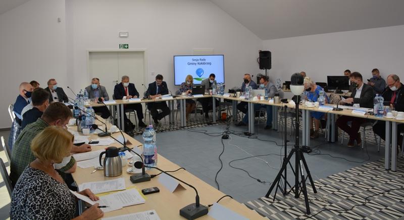 sesja gminy - Pierwsza od marca sesja Rady Gminy Kołobrzeg, która nie odbyła się zdalnie. Radni spotkali się w nowm miejscu