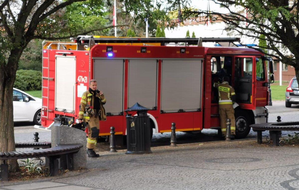 Od rana 26 interwencji Straży Pożarnej. Powalone drzewa, zerwany dach i banery reklamowe