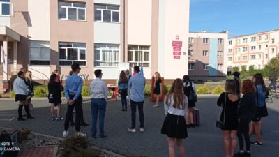 Początek roku szkolnego w szkołach średnich pow. kołobrzeskiego. Bez uroczystych apeli