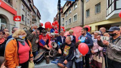 Rzeźbę Mariana, wolontariusza WOŚP, odsłonił dziś Jurek Owsiak (WIDEO)