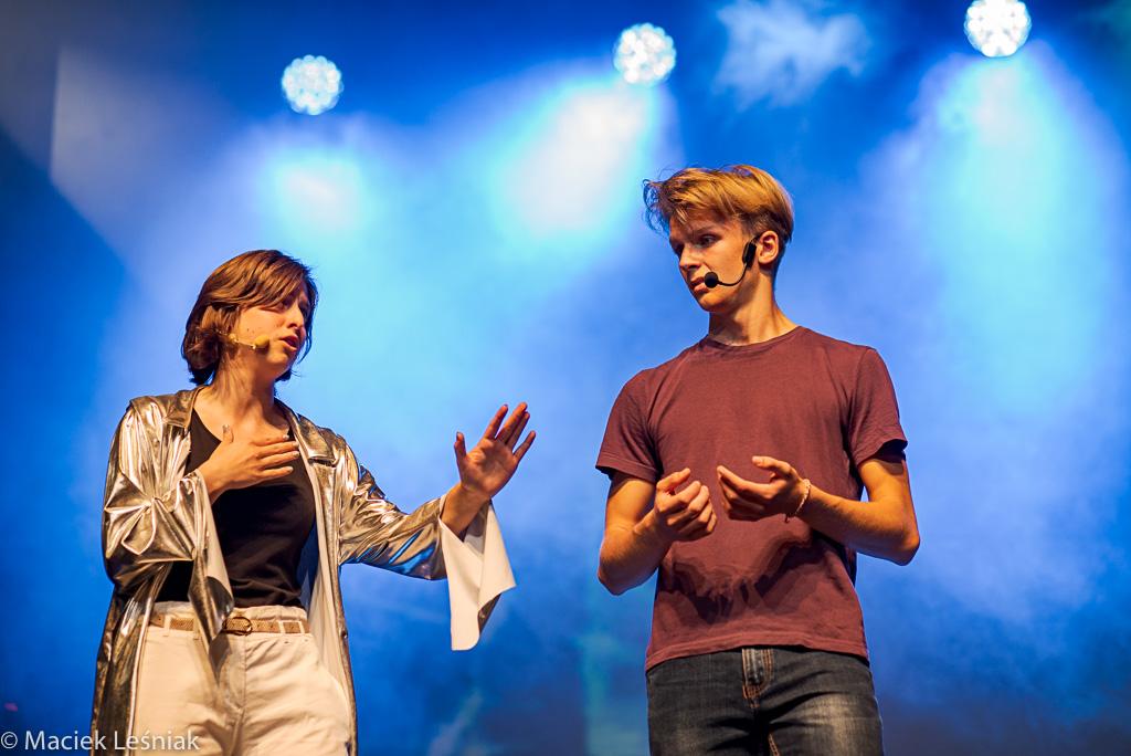 """www WrzucNaLuz 054 - Po premierze: Młodzi kołobrzeżanie w musicalu """"Wrzuć na luz"""" (ZDJĘCIA)"""