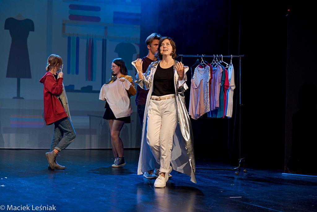 """www WrzucNaLuz 055 - Po premierze: Młodzi kołobrzeżanie w musicalu """"Wrzuć na luz"""" (ZDJĘCIA)"""
